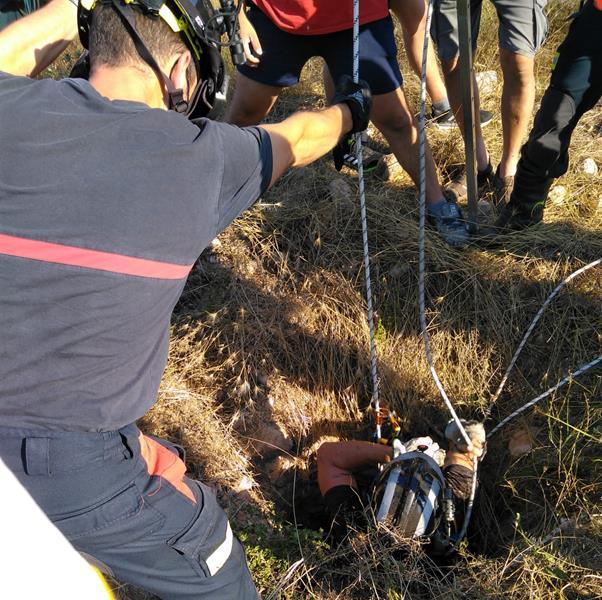 Rescatado y trasladado al hospital a un hombre que se había caído a un pozo en Fuente Álamo