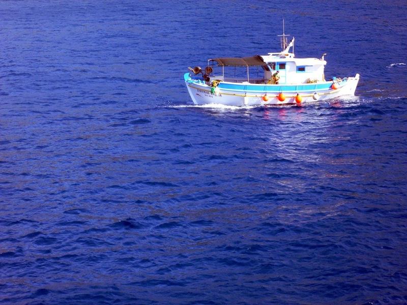 Dos marineros pierden la vida después del naufragio de un pesquero en Cedeira