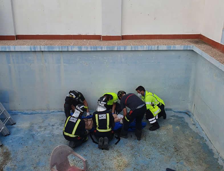 Herido de gravedad un hombre al caer a una piscina vacía en Cieza (Murcia)