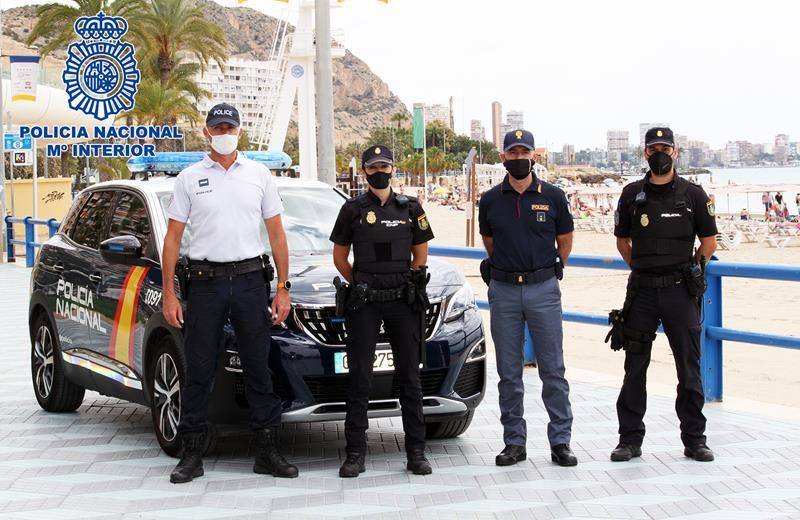 Agentes de la Policía Nacional y de las Policías de Francia e Italia patrullan juntos en Alicante