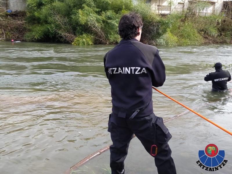 Rescatado el cuerpo sin vida de un varón en el cauce del río a su paso por Ataun (Gipuzkoa)