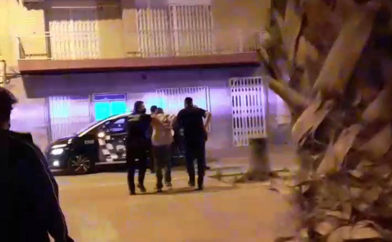 Herido muy grave al recibir un disparo en una cafetería en Puerto de Mazarrón