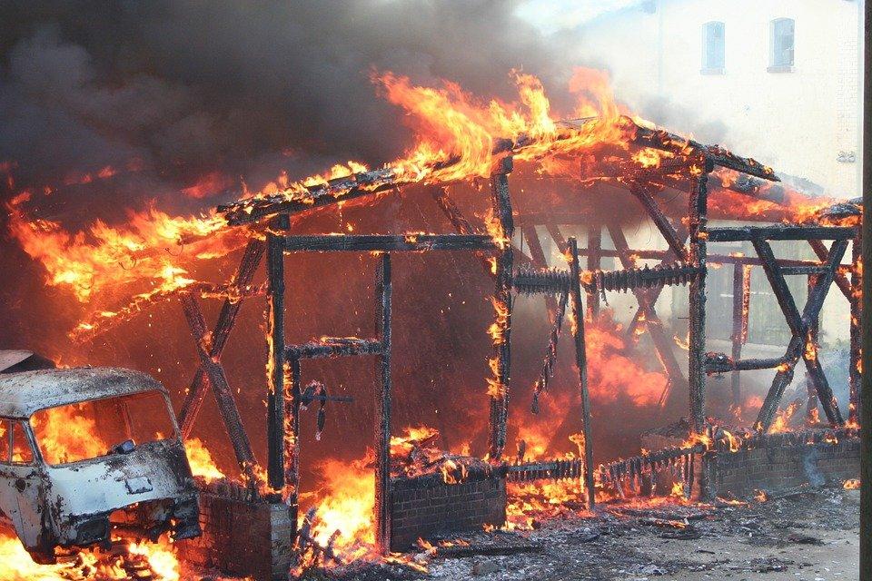 Mueren 4.000 gallinas en un incendio declarado en una granja en Tomiño (Pontevedra)