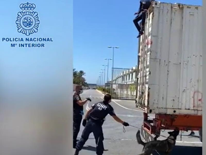 Rescatados en el Puerto de Ceuta dos migrantes que intentaban acceder a la península ocultos en camiones