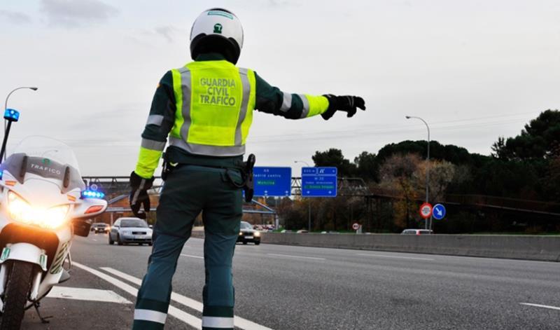 Seis heridos al volcar un coche en la autopista AP-7 en Fuengirola