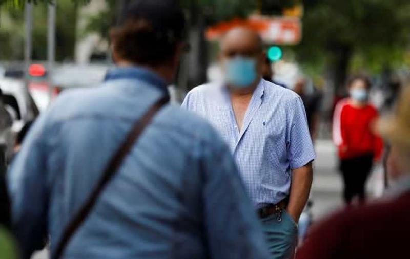 La mascarilla seguirá siendo obligatoria en el exterior cuando no se pueda mantener una distancia mínima de, al menos, 1,5 metros entre personas