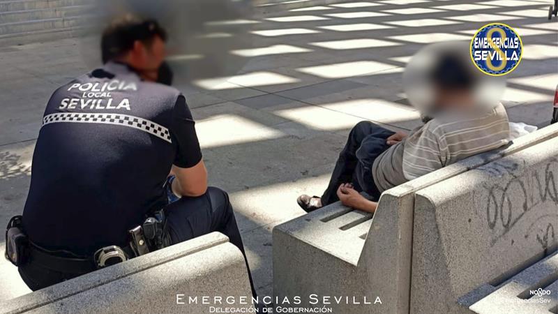 Los servicios humanitarios de la policía: casi tres horas de conversación para ayudar a una persona sin hogar