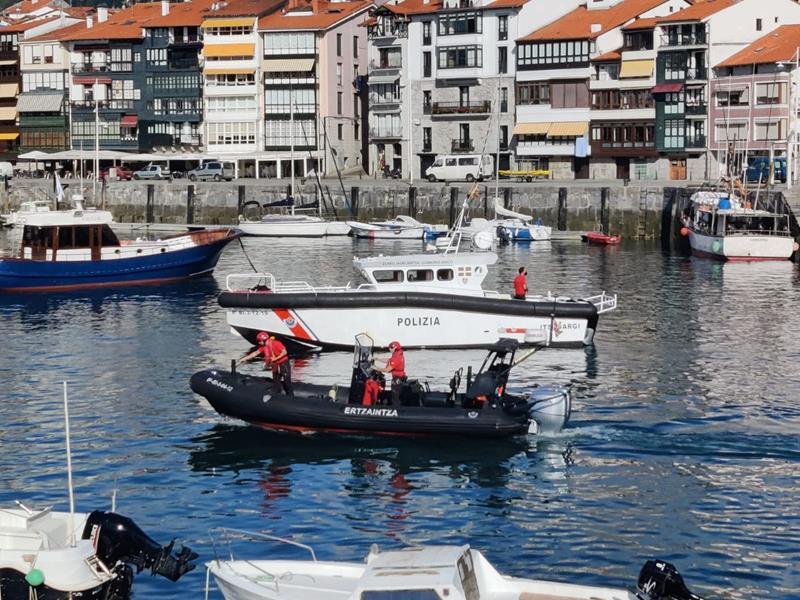 Un barco del centro científico-tecnológico AZTI se incorpora a la búsqueda del buzo en Lekeitio