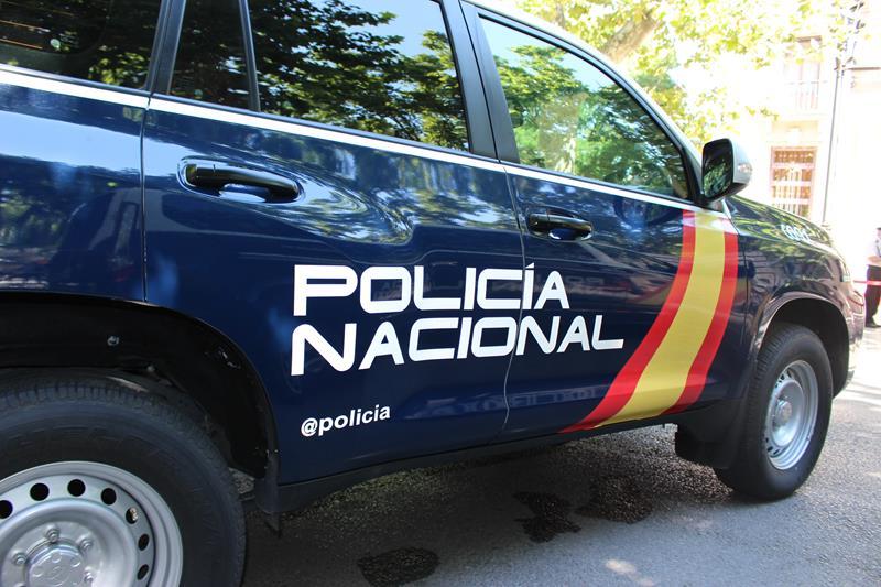 La Policía Nacional detiene a un hombre tras agredir a su mujer y amenazar con quemar a sus hijos
