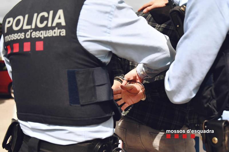 Detenido un hombre como presunto autor de la muerte de su pareja en Sabadell