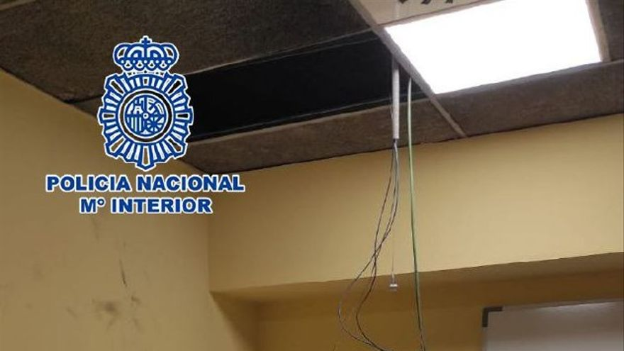 Se mete a robar en unas oficinas del metro y tiene que ser rescatado al quedarse atrapado en el techo dos días